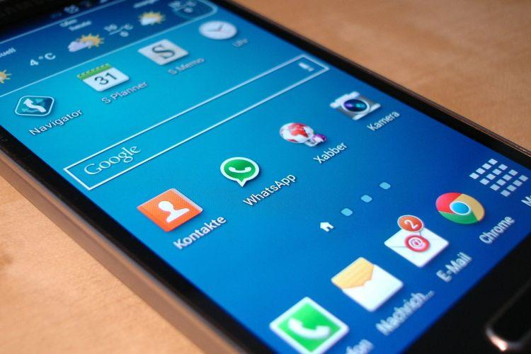Bloquear y reportar en WhatsApp